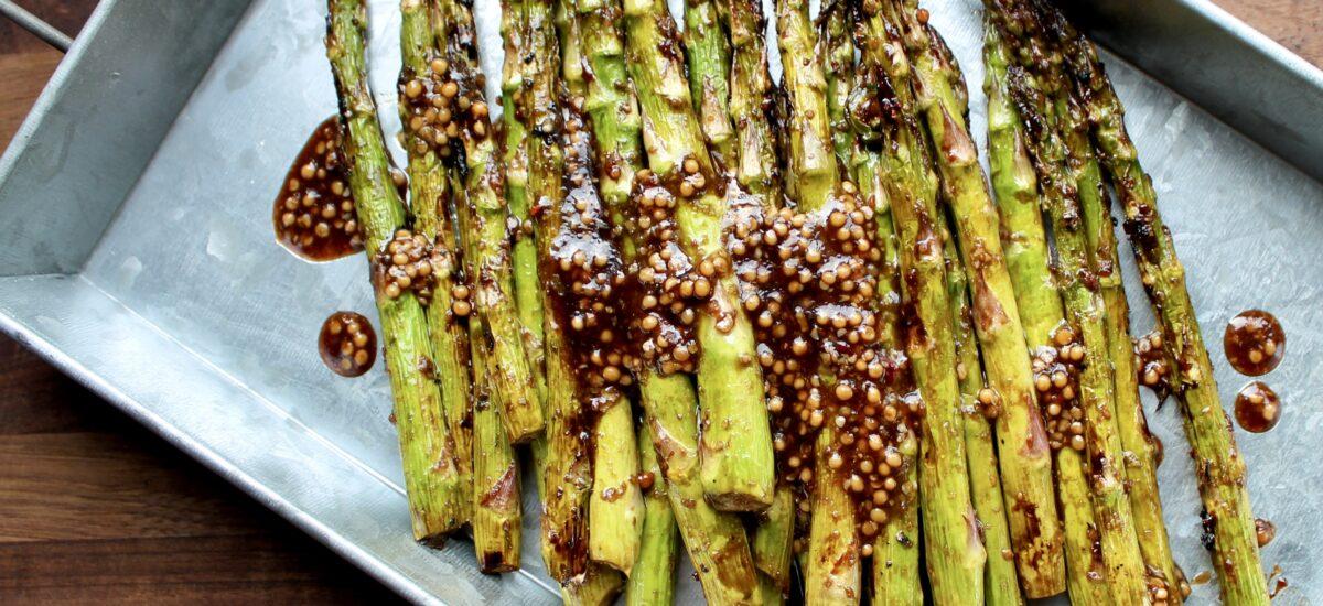 Easy Garlicky Grilled Asparagus